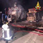 Le fiamme devastano i mezzi per la raccolta dei rifiuti a Tertenia: c'è il dolo