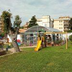 Nuova passeggiata, panche in legno e persino il wifi: il parco di via Trieste a Nuoro cambia aspetto