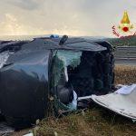 Incidente sulla 131 Dcn, auto si ribalta su un fianco: ferita una giovane