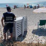 Noleggiava abusivamente ombrelloni e lettini nella spiaggia di Orosei, denunciato