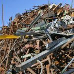 Rottami e rifiuti pericolosi sul camion, denunciato un autotrasportatore