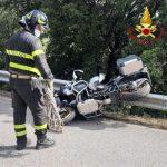 Si schianta con la moto e vola nel burrone, motociclista muore sul colpo sulla provinciale di Seulo